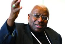 Photo de Lamine Diack a enfin reçu son passeport